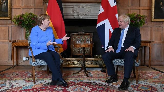 Merkel und Johnson im Gespräch.
