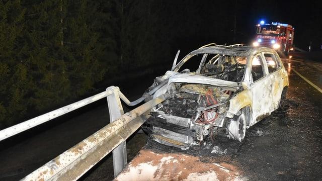 auto demolì e brischà sper ina saiv directiva, davostiers in auto da pumpiers