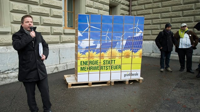 GLP-Präsident Martin Bäumle vor der Bundeskanzlei.