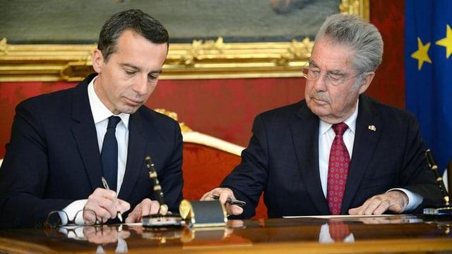 Christian Kern (san.) ed il president da l'Austria Heinz Fischer (dre.).