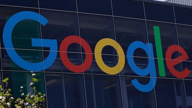 Google-Logo an der Firmenzentrale.