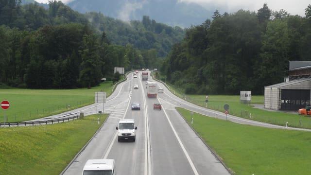 Autostrasse A8 bei Alpnach
