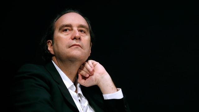 Eine Porträtaufnahme des französischen Unternehmers Xavier Niel.