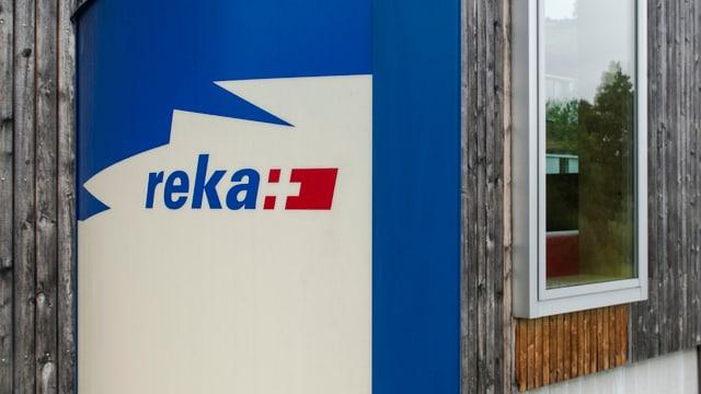 Il logo da la Reka avant in bajetg