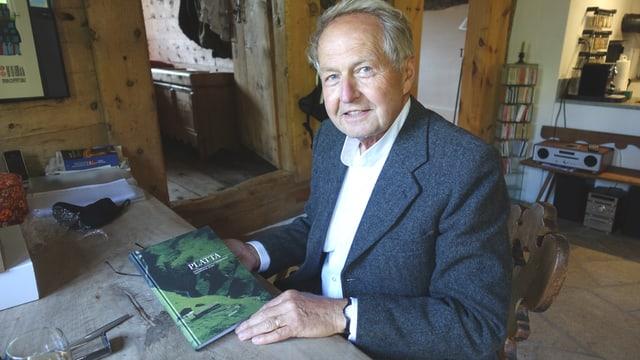 Jürg Stoffel è l'autur dal nov cudesch Platta.