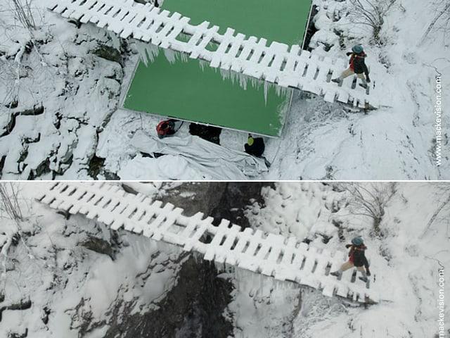 Verschneite Holzbrücke über der Schlucht einmal mit und einmal ohne Greenscreen.