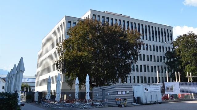 Il nov center administrativ regiunal a Landquart, fotografia da dador.