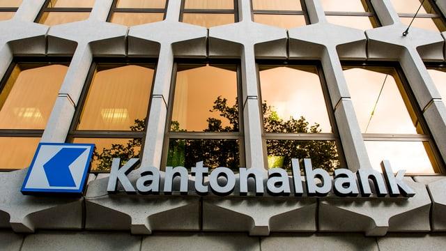 Fassade der Luzerner Kantonalbank in der Stadt Luzern.