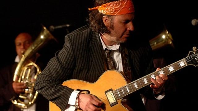 Musiker mit Gitarre