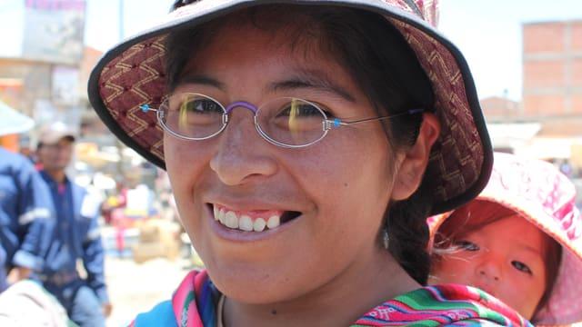 Frau mit Brille in Bolivien