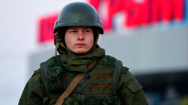 Ein pro-russischer Bewaffneter auf der Krim