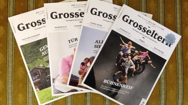 Vier Ausgaben des Magazins.