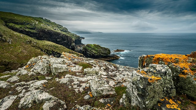 Eine Küste in Wales.