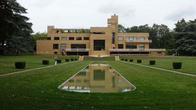 In den 1930er Jahren baute Stararchitekt Robert Mallet-Stevens für den Textilindustriellen Paul Cavrois dieses Einfamilienhaus.