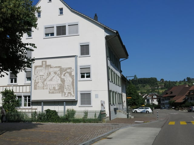 Ein Haus mit Wandbild