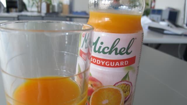 Michel Fruchtsaft mit Glas