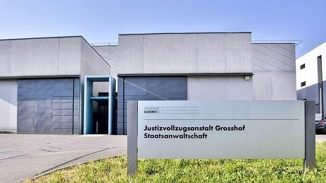 Eingang der Strafanstalt Grosshof in Kriens