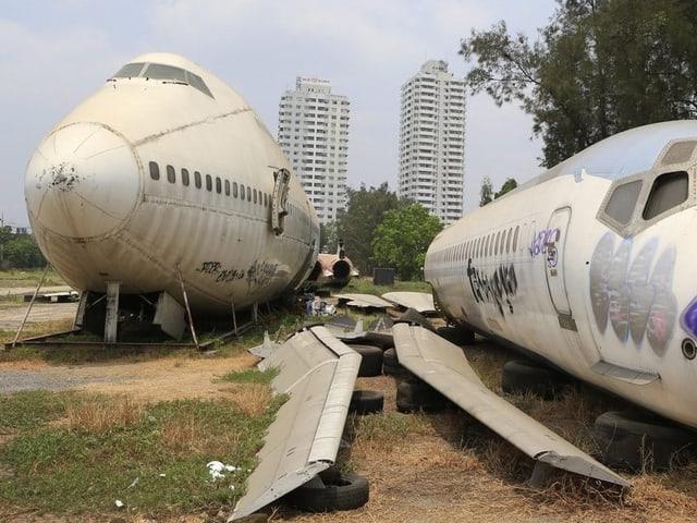 Ein Jumbo-Jet auf einem Flugzeugfriedhof in Bangkok.