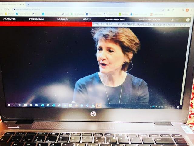 Bildschirmfoto von Bundespräsidentin Simonetta Sommaruga an der Eröffnung der 42.Solothurner Literaturtage.