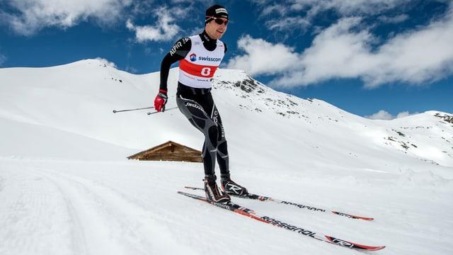 Toni Livers sin skis da passlung