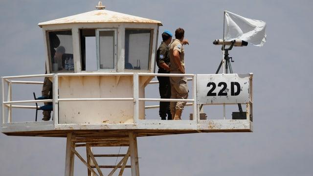 Österreichische UNO-Soldaten auf einem Wachturm in den Golanhöhen