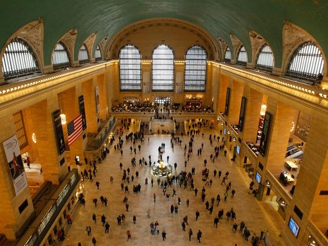 Die Bahnhofshallle von oben fotografiert.