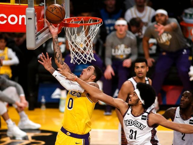 Sielszene im Spiel Lakers gegen Brooklyn.