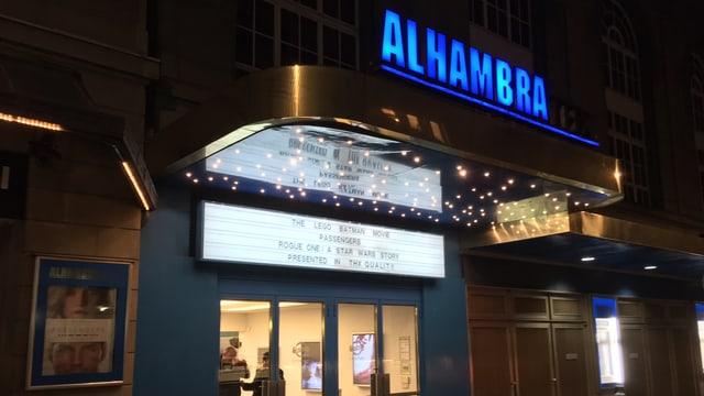 Ansicht Kino-Eingang mit Schriftzug «Alhambra»