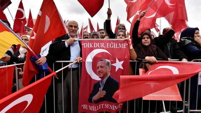 Impressiun da la demonstraziun pro Erdogan a Cologna.
