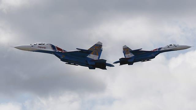 Zwei russische Militärflugzeuge