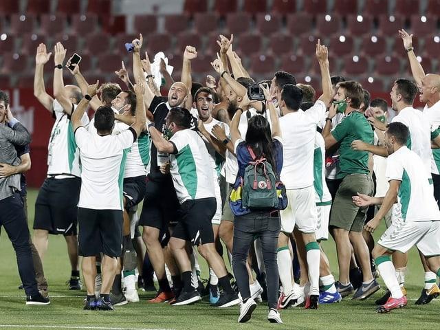 Der FC Elche steigt erstmals seit 5 Jahren wieder in die höchste spanische Liga auf.