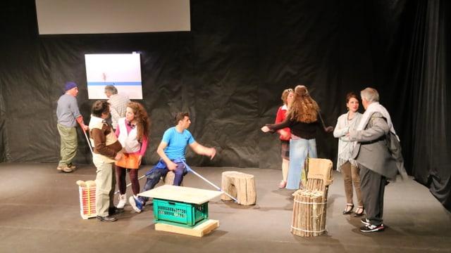 """Scena ord dal teater """"La lingia blaua"""""""