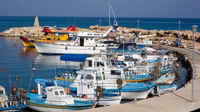 Hafen mit Kleinbooten in Zypern