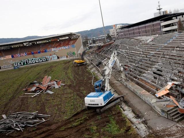 Abbrucharbeiten im Hardturm-Stadion.