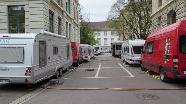 Rund um das Spelterini-Gelände stehen die vielen Wohnwagen der Artisten.