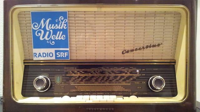 Das Logo von SRF Musikwelle auf einem alten Radio.