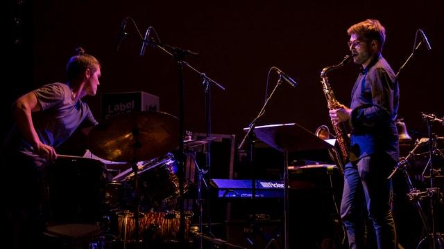 in battarist ed in saxofonist dattan concert
