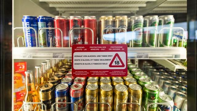 Bierdosen in Kühlschrank