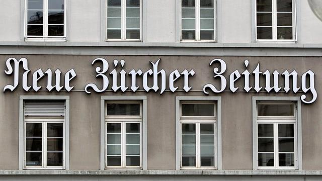 Schriftzug der «Neuen Zürcher Zeitung» am Hauptsitz in Zürich.