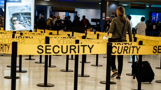 Sicherheitsbänder am Flughafen