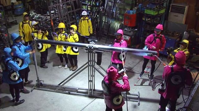 Video «Achtung! Experiment: Die heisskalte Stahlwippe (44/52)» abspielen