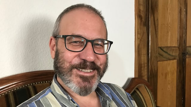 L'istoricher Florian Hitz da l'institut per la perscrutaziun da la cultura grischuna. RTR, Gion Caviezel