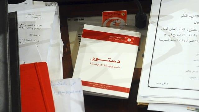 Kopie der neuen tunesischen Verfassung.