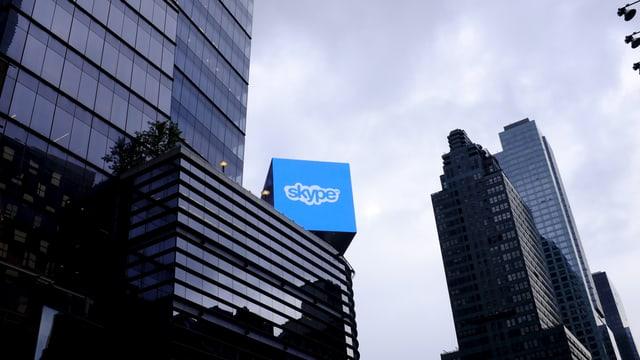 Skype-Logo auf einem Hochhaus in New York