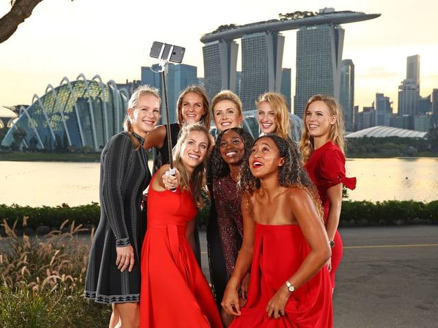 Die 8 Teilnehmerinnen der WTA Finals machen ein Selfie