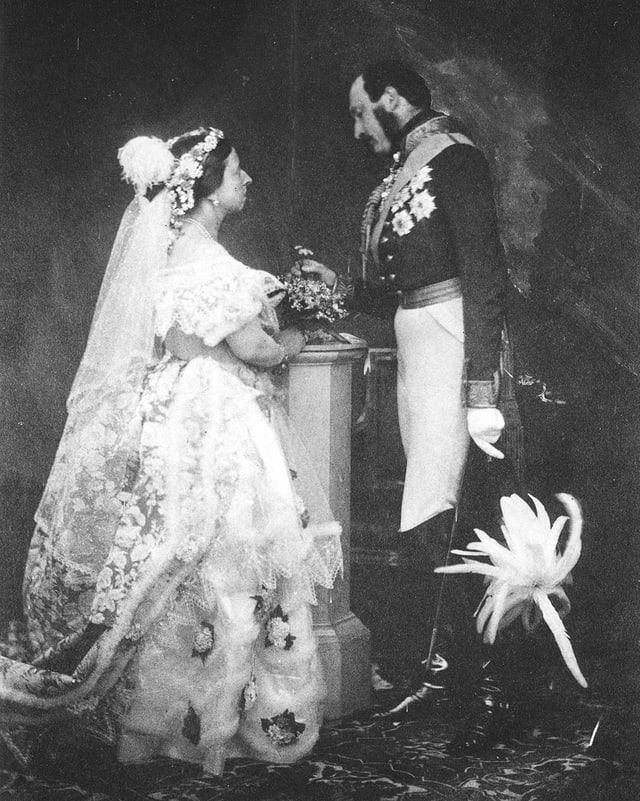 Altes Hochzeitsfotos von zwei Royals.