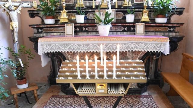 altar cun cassa da collecta tar las chandailas
