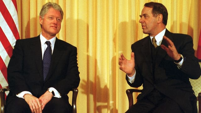Bil Clinton und Adolf Ogi.
