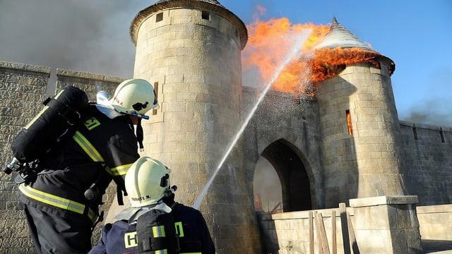 Feuerwehrmänner im Einsatz.