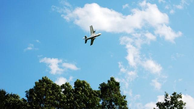Modellflugzeug im Himmel